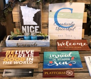 Make your own wood signs at Creatively Uncorked! https://creativelyuncorked.com